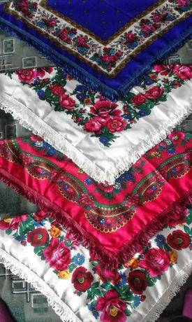 Нарядные платки с бахромой разных цветов