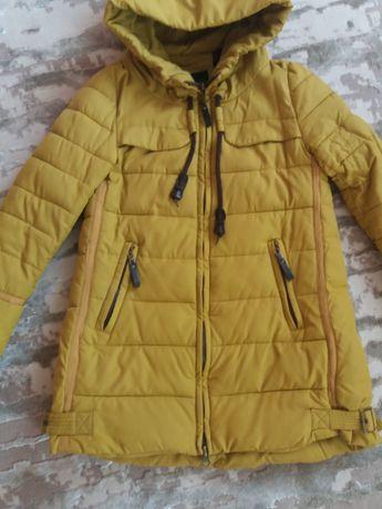Зимняя куртка на девочку в размере S