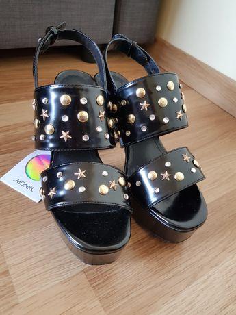 Nowe z metkami Monki sandały na platformie