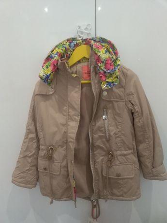 Осенне-весенняя курточка на девочку