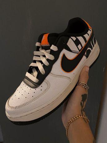 Кросівк Nike Air Force у гарному стані.