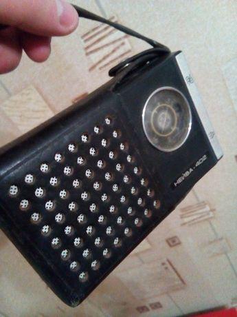 Продам старинный приемник Нейва - 402