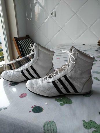 Sapatilha de boxe marca Adidas