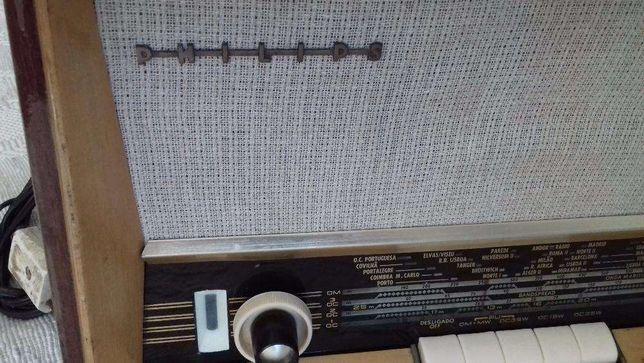 Rádio Philips antigo