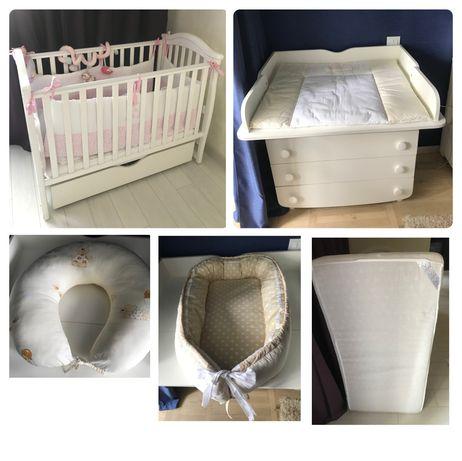 Продаётся детская кроватка с ящиком и маятником+матрас+комод с пеленат