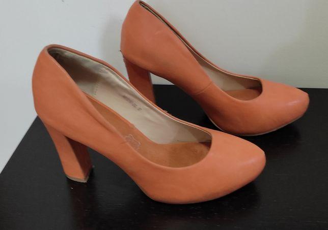 Sapatos fechados coral