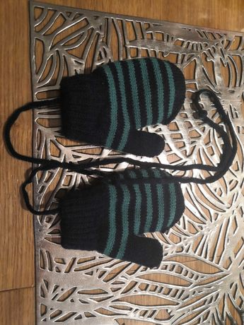 Rękawiczki na sznurku dla niemowlaka