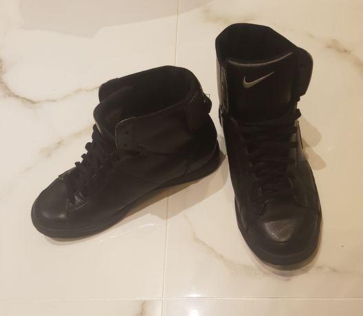 Buty Nike r.37,5