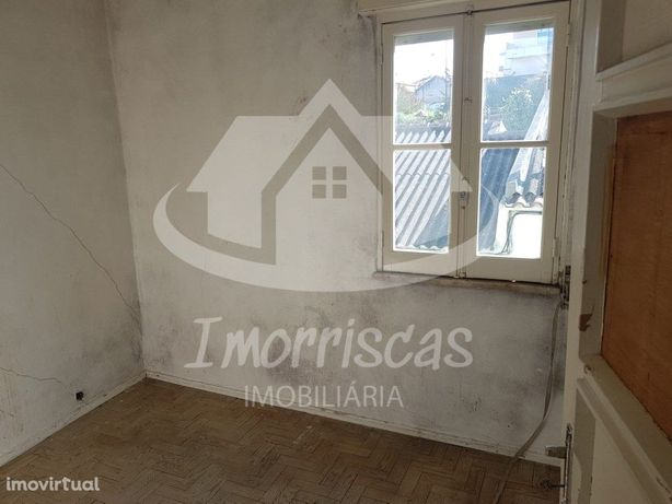 Vila, 8 apartamentos T2 com logradouro e 4 apartamentos T1