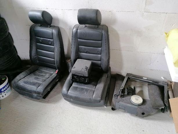Fotele boczki pasy podłokietnik Touareg