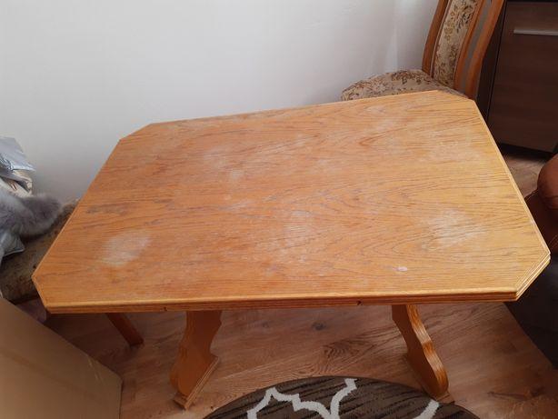 Rozkładany stół drewniany