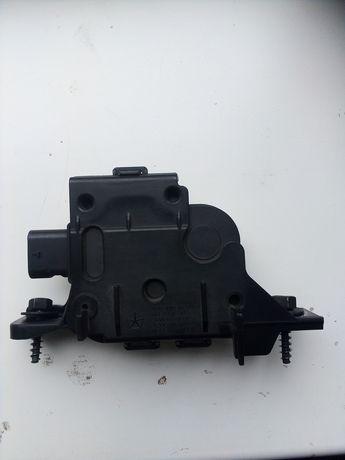 Двигатель жаллюзей радиатора Jeep Cherokee kl 14-18  года