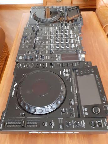 2x Pioneer CDJ-2000 & DJM-800