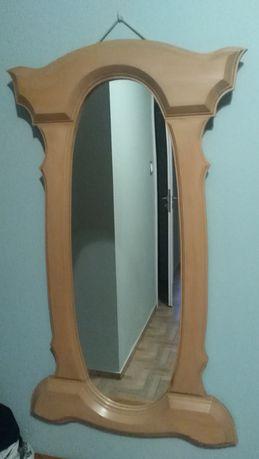 Duże lustro w bukowej oprawie