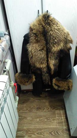 Кожаная куртка женская с натуральным мехом енота
