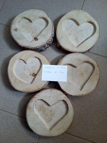 Drewniane krążki z sercem