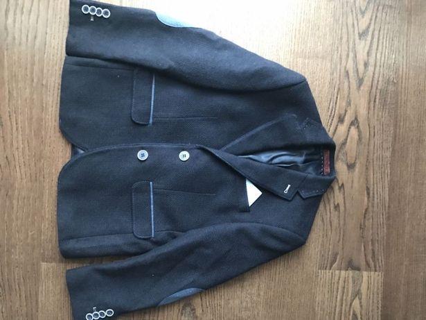 Продам пиджак на мальчика 6-8 лет