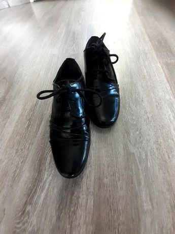 Wyjściowe buty rozmiar 33