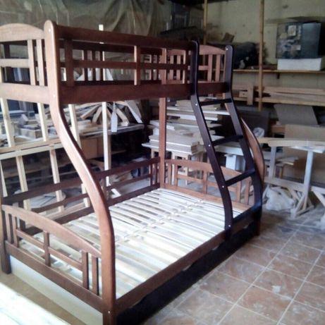 двух ярусная кровать из дерева
