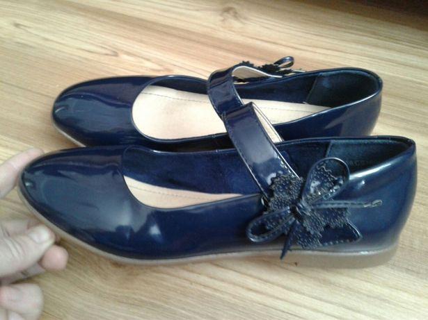 Туфлі лакові 200 грн