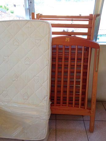 Cama de bebê com colchão