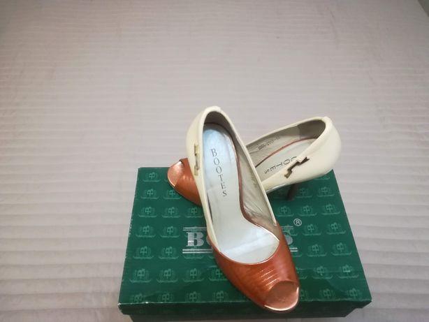 Продаю туфли женские