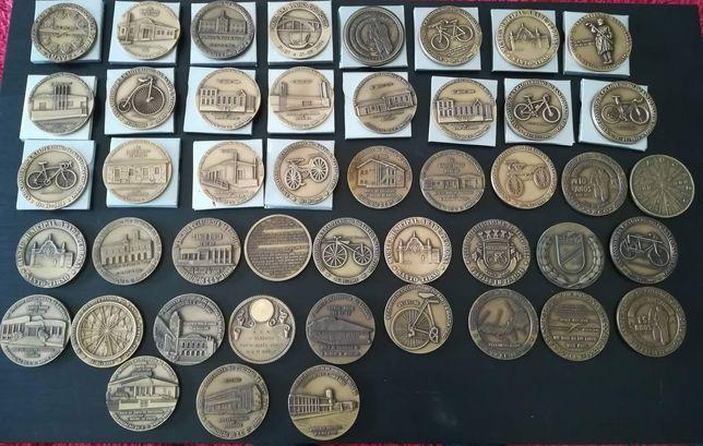 Lote de 68 medalhas para venda