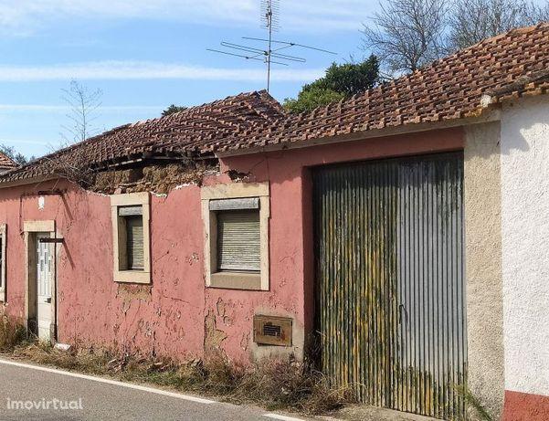 Casa de aldeia e terreno a 5 km de Tomar no centro de Portugal