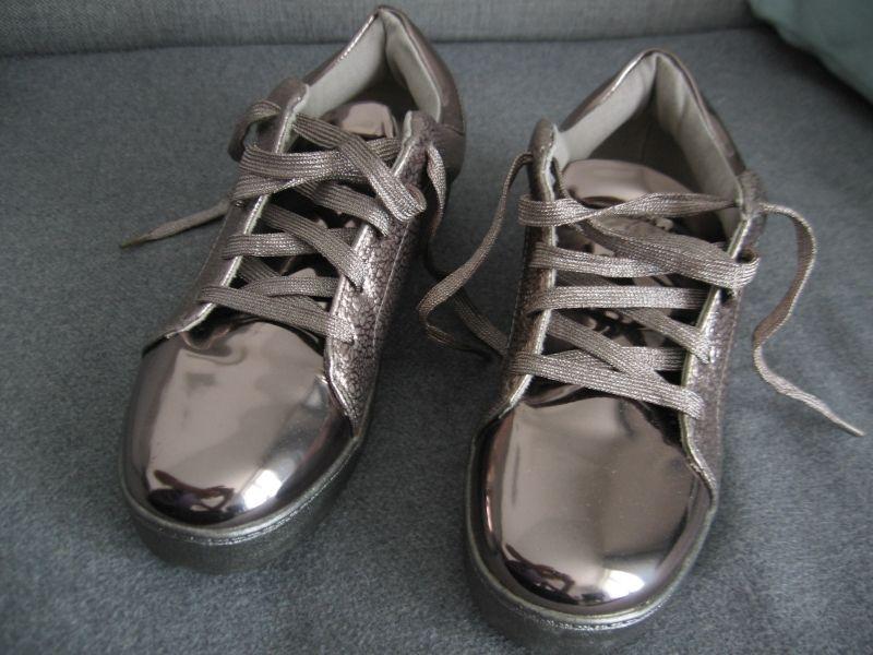 Sportowe eleganckie buty typu snickersy marki Vices r. 37 38 beż złoto Kalisz - image 1