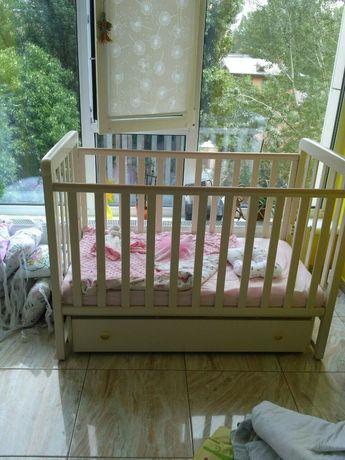Деревянная кроватка Верес Соня ЛД 12 с маятниковым механизмом