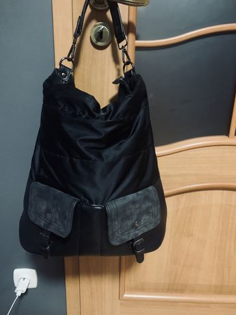 Czarna torebka worek