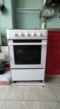Eletrodomésticos: esquentador, frigorífico, fogão, máq roupa