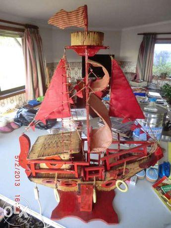 vendo barco construido  com madeira e fosforos