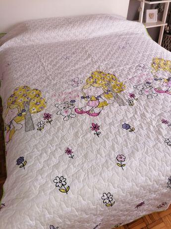 Colcha + almofadas + lençóis + cortinados de criança