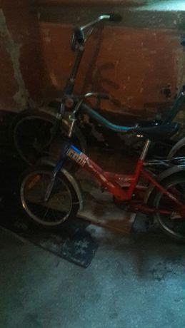 Два дитячі велосипеди