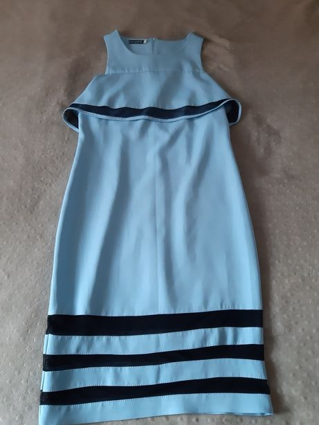 Голубое платье с рукавом воланом и открытыми плечиками