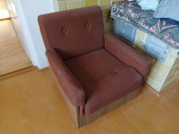 Oddam dwa fotele z okresu PRL bardzo ładne