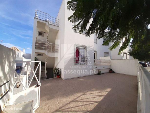 Apartamento T2+1 com terraços e garagem para venda em CAC...