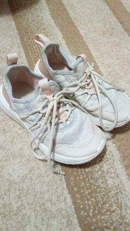 Легкие кросовки Зара