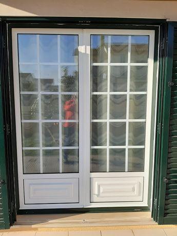 Vendo portas e janelas de alumínio (vidro duplo) em muito bom estado.