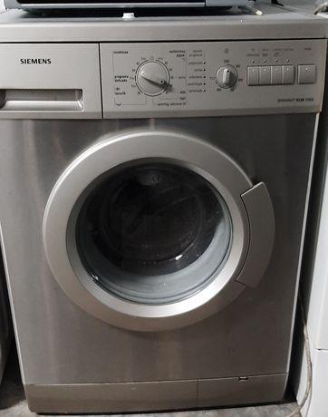 Máquina de lavar roupa cinza Siemens 7kg