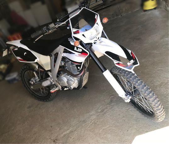 AJP 125cc Enduro