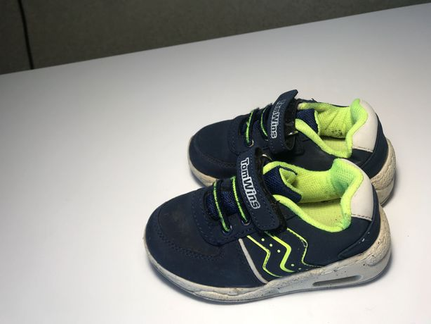 Продам кроссовки сына