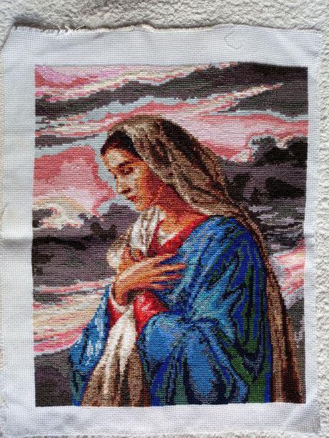 Продам картину Мария вышитую нитками!