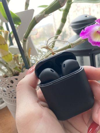czarne słuchawki bezprzewodowe bluetooth inpods 12 goth gothic