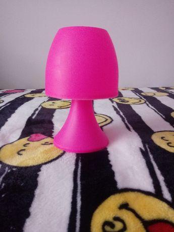 Różowa lampka do pokoju dziecięcego