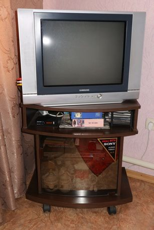 Продам телевизор и тумбочку