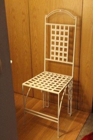 Cadeira de metal dourada ou branca