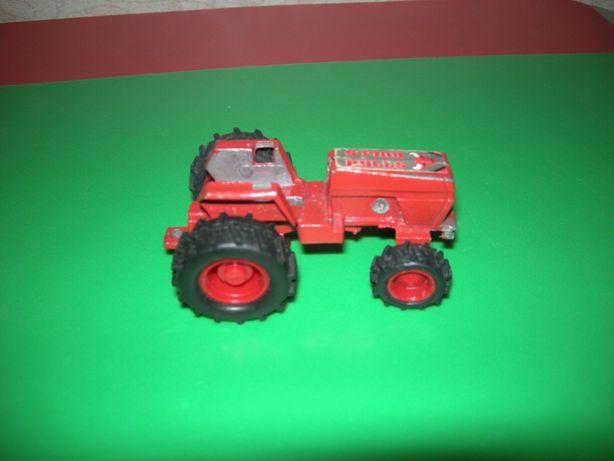 трактор железный