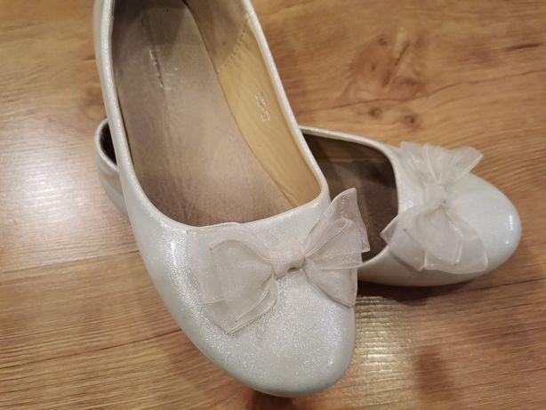 Białe perłowe balerinki 33 wkładka 20.5